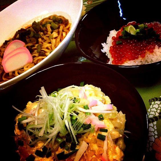沖縄ピロピロ隊長から、励まれて作った玉子丼! - 77件のもぐもぐ - たまご二種丼・味噌煮込みうどん(インスタント) by 1125shino