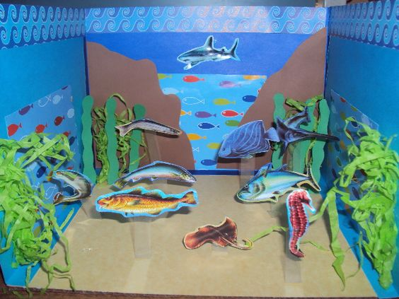 Maqueta escolar en papel ecosistema marino mickey for Materiales para pintar un mural
