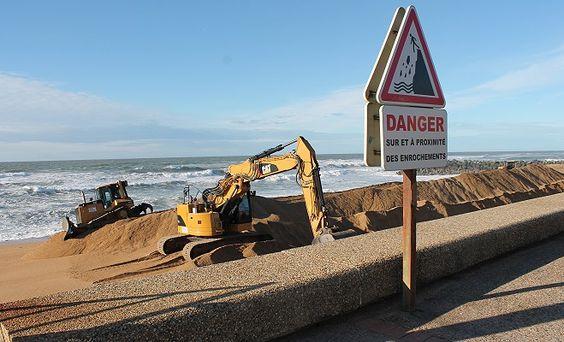 2014: construction d'un mur de sable devant le casino de Biarritz
