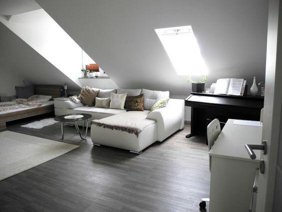 Wunderschönes großes WG-Zimmer in München Ost-Aschheim mit Couchecke und Klavier zur Zwischenmiete.  WG-Zimmer in München.  #München #Munich #WGZimmer #flatshare
