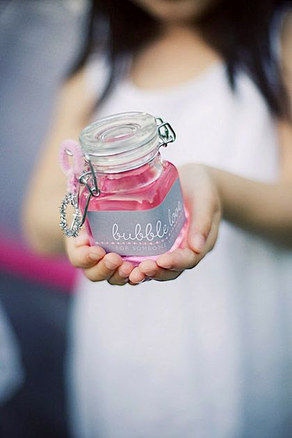 homemade pink bubbles for kids at parties...adorable