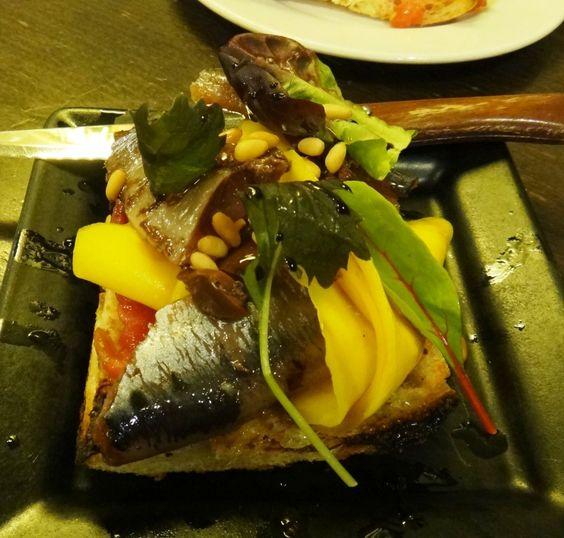 coca de sardines con mango bar del pla http://on.fb.me/1a3QtQZ