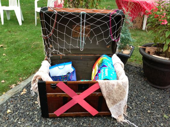 Kids Pirate Party ⚓ Treasure chest for presents
