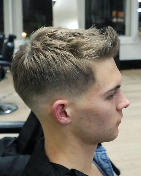 Short Textured Quiff Easy To Style Mens Haircut Menshaircutideas Haarschnitt Videos Herren Haarschnitt Manner Frisur Kurz