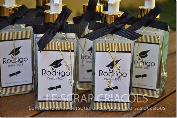 Esta foi a lembrancinha escolhida para presentear os amigos e familiares do Rodrigo.  Frasco de sabonete liquido modelo quartier de 150 ml.