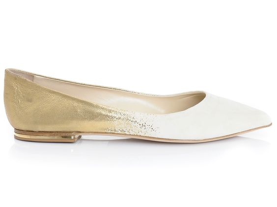 Golden pointy flats :: perfect for an everyday outfit