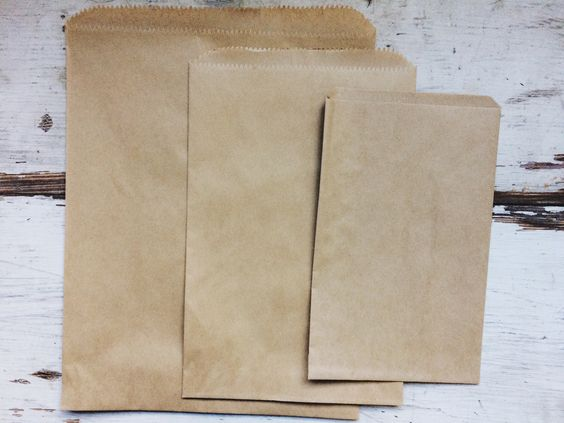Lovely kraft brown paper gift bags make a wonderful simple treat bag, or use…