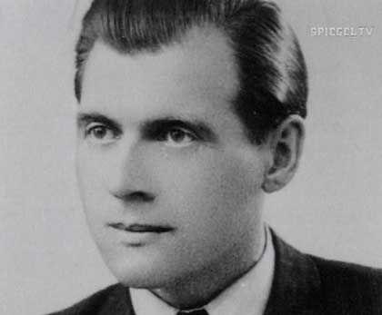 Josef Mengele 0b47562a7dfaa630524b61a22c75f431
