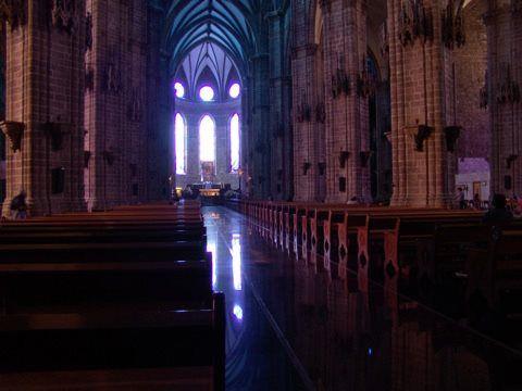 En #Zamora te invitamos a conocer el Santuario Diocesano de Nuestra Señora de Guadalupe, con sus hermosos vitrales contemporáneos.
