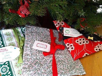 sew fabric gift bags.....guess I'll have to learn how to sew...but who doesn't despise rolls and rolls of wrapping paper stored all year long?