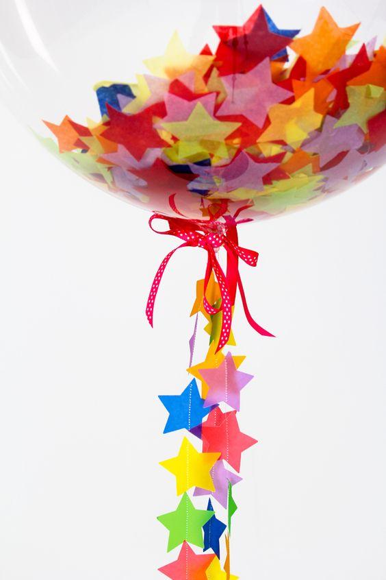 Ademas de simple confeti, se puede implementar formas de colores como en este caso las estrellas, para decorar con una temática