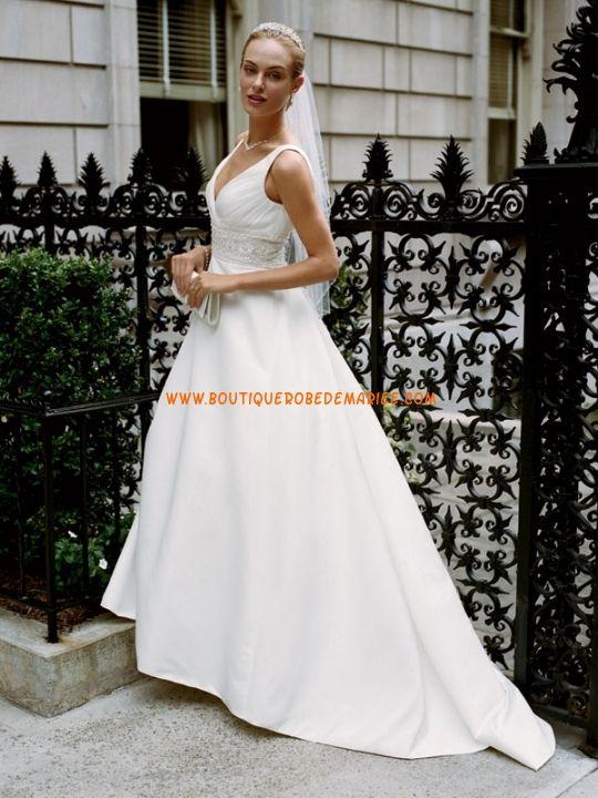 Robe de mariée princesse en satin col V broderie