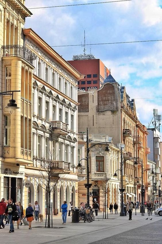 Find the hidden gems in Lodz, Poland and the many amazing photography spots for any traveller. Get to know Lodz with the city guide on mydesignagenda.com
