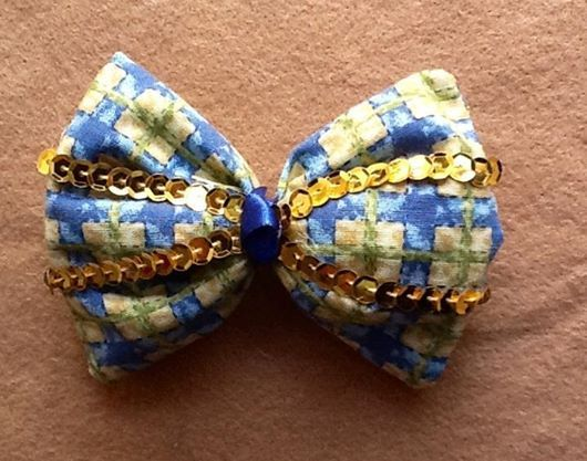 lindo laço de tecido com o brilho de lantejoulas  para enfeitar seus cabelos e torçer pelo Brasil. A venda no Artesanatudo www.facebook.com/artesanatudo
