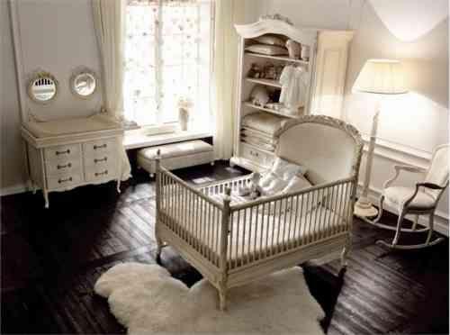 chambre de bébé blanche de style romantique