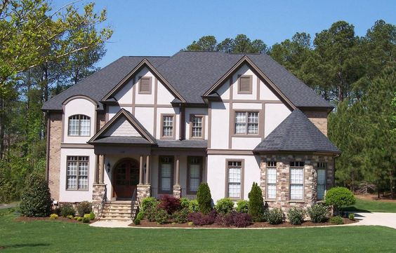<!-- Generated by XStandard version 2.0.0.0 on 2013-08-30T15:06:23 -->    <ul>  <li>A bayed turret in front of the three car garage of this Tudor style home plan makes it feel like a mini-castle.</li>  <li>Tudor detailing adds a nice touch to the exterior.</li>  <li>The two-story ceiling in the foyer soars upward for a grand entrance.</li>  <li>Guests will love the first floor guest suite, set off by itself.</li>  <li>The big, open floor plan in the informal area unites the kitchen, nook…
