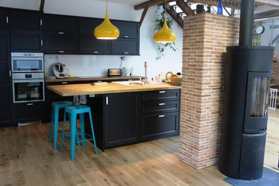 cuisine laxarby ikea black lustres maisons du monde jaune tabourets de bar maisons du monde bleu. Black Bedroom Furniture Sets. Home Design Ideas