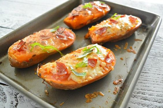 4 Creative, Crustless Pizza Recipes That Are Perfect For a Low-Carb Diet