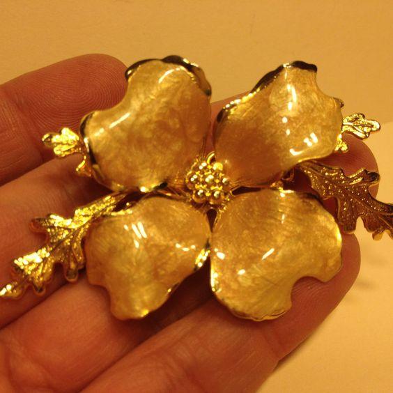 Vintage Estate Pretty Enamel FLOWER BROOCH Pin Gold Tone Metal Costume Jewelry