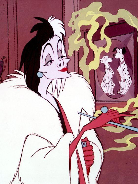 煙草を吹かすクルエラ