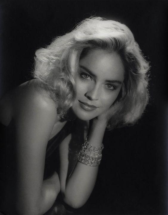 Sharon Stone, por George Hurrell http://sala66.tumblr.com/post/31204568573/sharon-stone-por-george-hurrell
