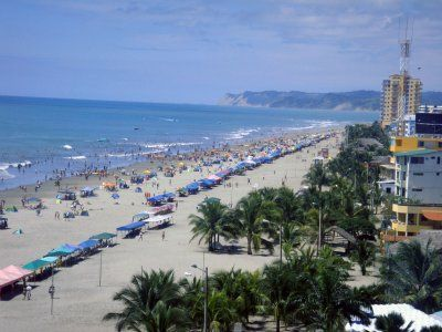 thousands of visitors come to this beach in northern Ecuador by bus