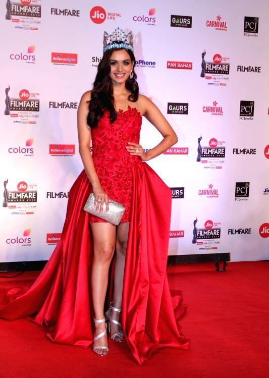 Bollywood Actress Stills At The Red Carpet Of 63rd Jio Filmfare Awards Formal Dresses Long Formal Dresses Bollywood Actress