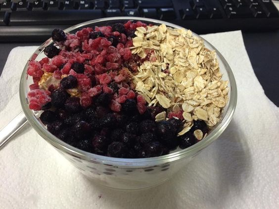 #startyourdayright #quark #frozenberries #oats #foodporn  #foodblog #eatclean #cleaneating #nodietnecessary #tasty #yummi #fitness #fitnesslifestyle #abs #healthy #healthyfood #clean #cleaneating  #fitness #fitfam  #absaremadeinthekitchen #instafood #foodblogger #followme #motivation #dedication #lowcarb #nocarbs #dontdieteatclean #fitnesscookingideas #eatcleangetlean by pat_fitness1337