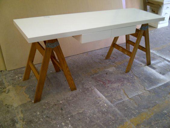 Escritorio con caballetes c cajones escritorios - Mesa con caballetes ...