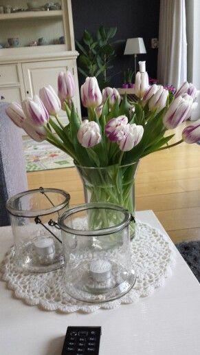 Wit met paarse tulpen!