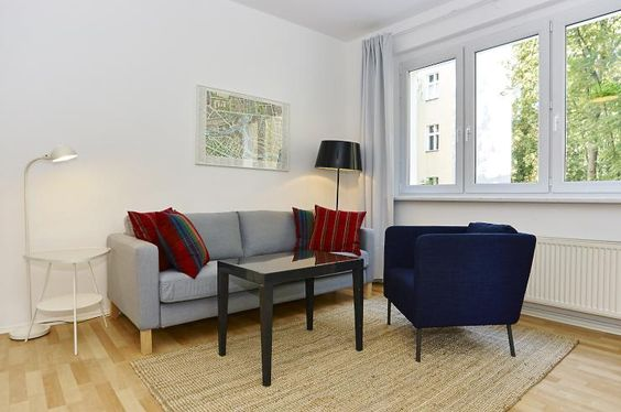 Please share! Spacious 3 rooms flat with a balcony, for a couple, family or for share - Flat in Berlin-Tiergarten