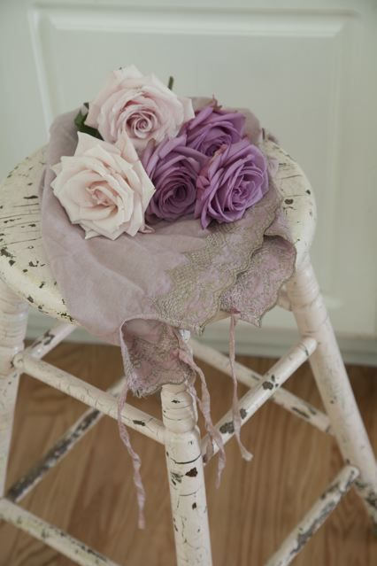 so chippy and romantic, love the lavender shades