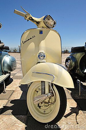 Models of vintage vespa piaggio by Concetta  Zingale , via Dreamstime
