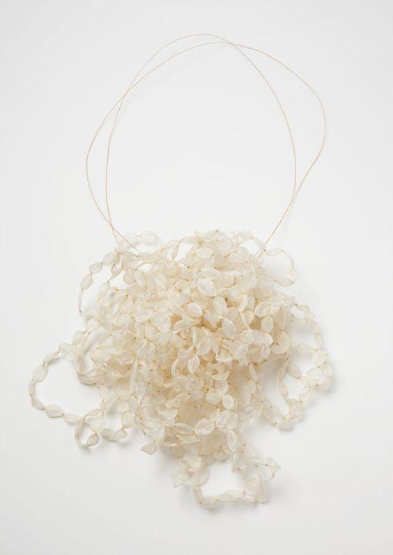 Nicola Scholz, 2015 Necklace intestine, gold 22 x 24 x 12 cm Foto©Mirei Takeuchi: