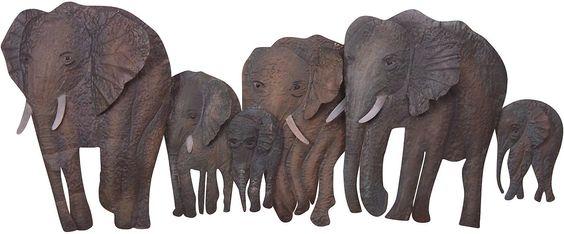 Exotische Wanddekoration »Elefantenfamilie«. Sehr realistische Wirkung wird durch eine 3D-Optik.  Gefertigt aus Metall, braun pulverschichtet. Maße (B/T/H): 110/10/46 cm.   Details:  Wanddekoration, In 3D-Optik, Maße (B/T/H): 110/10/46 cm,  Material/Qualität:  Aus Metall,  Wissenswertes:  Alle Maße sind ca.-Maße,  ...