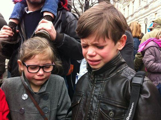 """Enfants gazés par les CRS lors d'une """"Manif pour Tous""""."""
