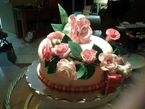 All about roses cake