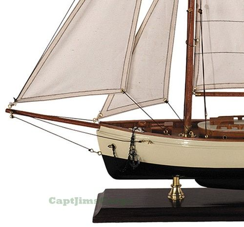 Small 1930s Classic Model Yacht