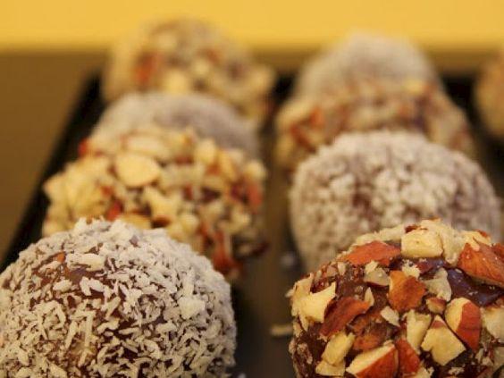 Receita Sobremesa : Trufas de côco de Mão na Massa