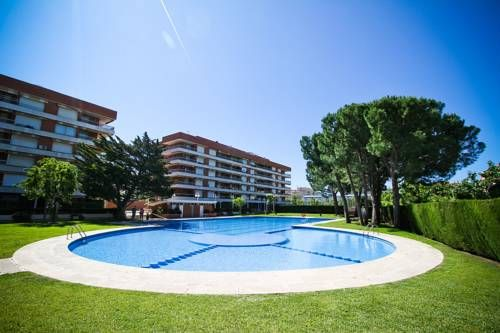 Mimosas Salou Mimosas offers pet-friendly accommodation in Salou, 1.5 km from PortAventura and 2.6 km from Cala de la Font. Guests benefit from terrace. Free private parking is available on site.  The kitchenette is equipped with a microwave and a toaster.