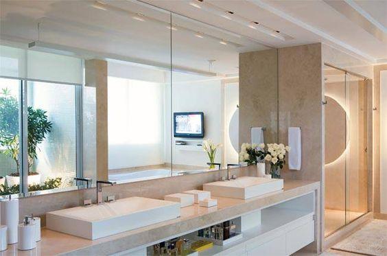 Contemporâneos, estes ambientes mostram as tendências de acabamentos para banheiros.
