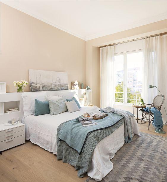 MG 1702050710. Dormitorio principal en azul, beige y blanco con salida a un balcón_MG 1702050710