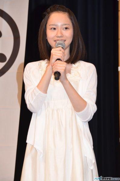 白ワンピの柴田杏花