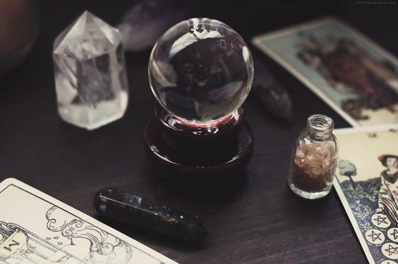 Crystal and Tarot Appreciation | Victoria Elena