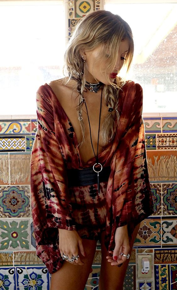 Match your lips with your tie-dye playsuit & over accessorise