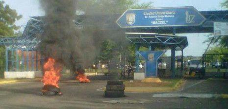 Fotos Suspenden las clases en tres facultades de LUZ por protesta de obreros