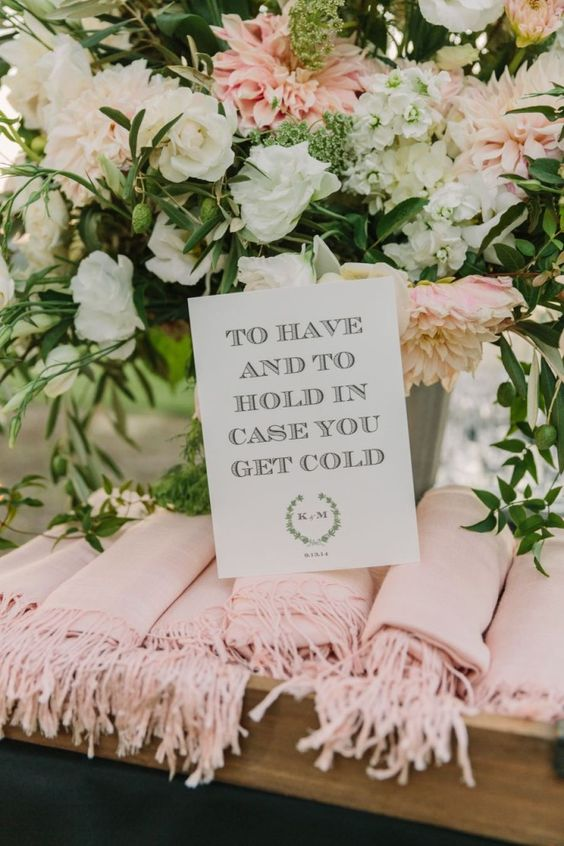 outdoor wedding reception idea; photo: The Edges Wedding Photography