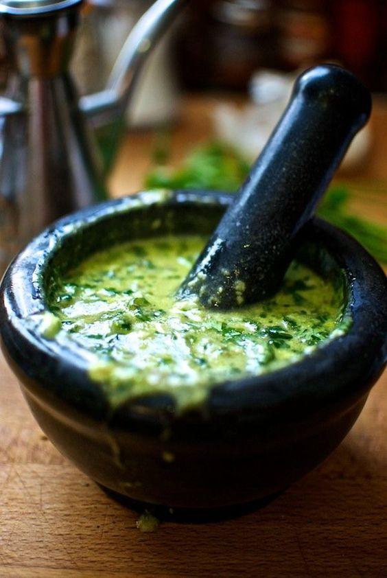 1 avocado, ¼ di tazza di olio d'oliva, 1/6 bicchiere aceto di mele, 2 spicchi…