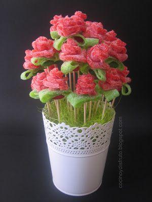 Rosas de gominolas (ácidas) http://cocinoydisfruto.blogspot.com.es/2013/02/rosas-de-regaliz.html