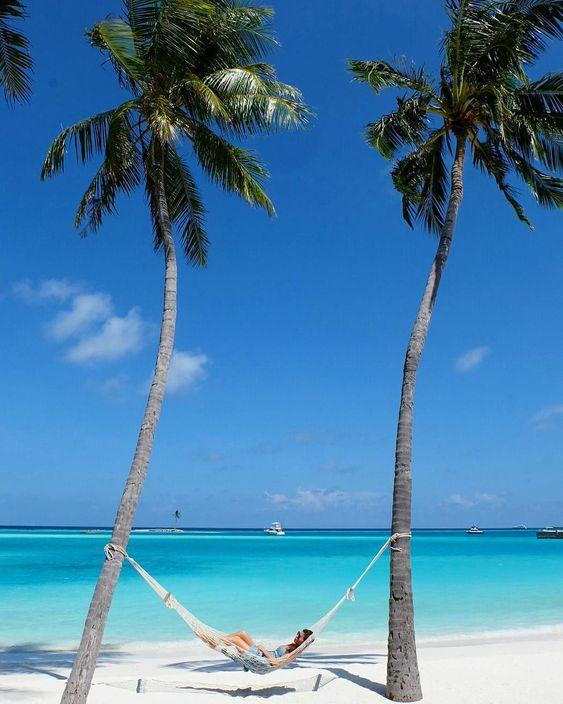 グアムのビーチでハンモック
